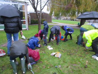 Staff, parents and pupils plant spring bulbs in the Spiritual Garden for ready for spring.